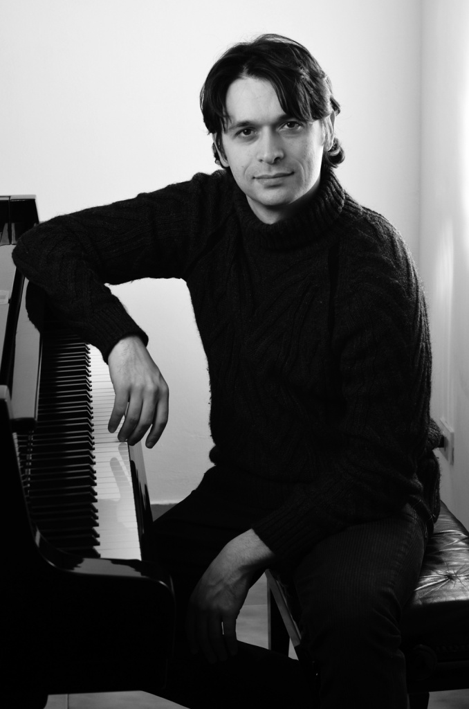 Adolfo Capitelli plays Adolfo Capitelli – GENESI